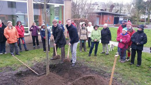 2.3.16 Erkrath, Baumpflanzung mit Bürgermeister Christoph Schultz