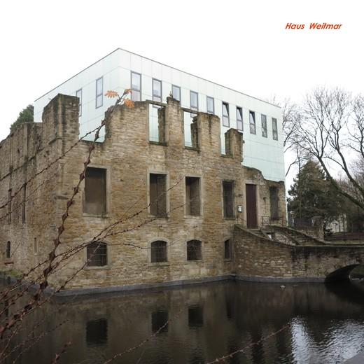 Ruine und Hotel.jpg