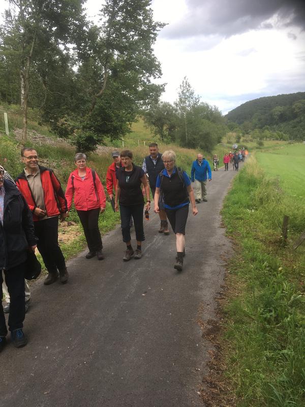 Große Beteiligung an der Wanderung auf dem neuen Bierbrauerweg.jpg