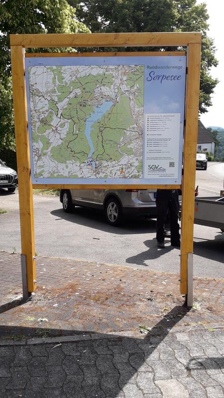 Wandertafel am Dorfplatz 1.jpg
