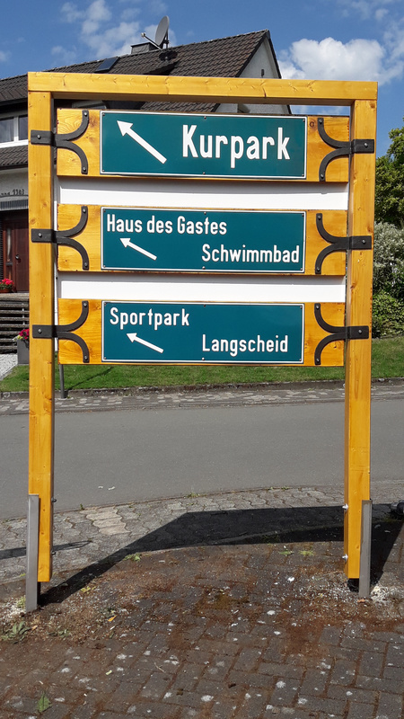 Wandertafel am Dorfplatz 2.jpg