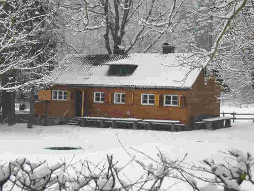 Hütte im Winter.jpg