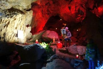 Dez 19: stimmungsvolle Dechenhöhle