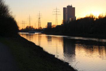 Wandern am Kanal entlang