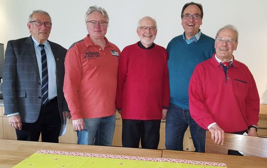 Volker Glogner (stv. Bez.-Vorsitzender), Rainer Nehls (Schatzmeister), Wolf-Dieter Sonnenburg (Bez.-Vorsitzender),           Michael Penzel (Medienwart), Agostino Ricci (Wegewart) - Foto: U. Kunert, SGV