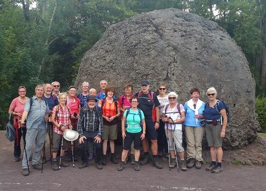 Gruppe an der Lavabombe in Strohn - Foto: W. D. Sonnenburg / Aug. 18