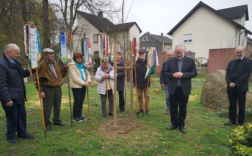 Baumpflanzaktion anl. der JHV des Bezirkes am 23.03.19 (Foto: W.-D. Sonnenburg, SGV)