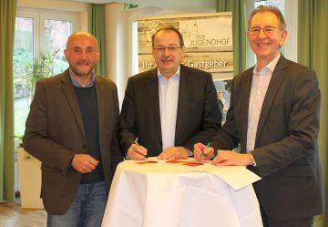 Unterzeichnung Kooperationsvereinbarung *)