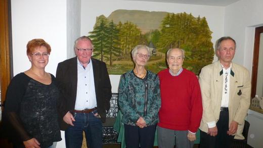 V.l.n.r.: Claudia Schmitz mit den Jubilaren Walter Alsleben, Marlis Liedtke Mathias Eiden und Joachim Suwa