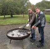 Robert und Stefan am Kartoffelfeuer