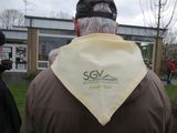 2.3.16 .. vor der Baumpflanzung, unser Halstuch mit Logo