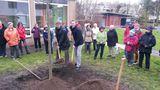 2.3.16 Baumpflanzung in Erkrath mit Bürgermeister Schultz