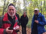11.11.17 Wanderführer Heinz motiviert die Wandergruppe auf dem Weg nach Erkrath