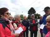 28.04.18 Wanderführer Karl-Heinz begrüßt die Gruppe zur 17. Etappe auf dem Neanderlandsteig von Haan-Hülsberg nach Gruiten