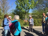 05.05.18 Wanderführerin Vera begrüßt die Gruppe zur Wanderung von Dahlem zur Ahrquelle nach Blankenheim