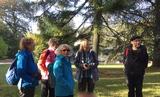 29.09.18 Wanderführerin Vera berichtet über die Geschichte der alten Dorfkirche in Dahl