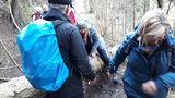 9.03.2019 Baumstämme wollen unseren Weg behindern Wir klettern.