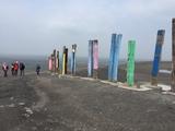 06.04.19 Skulpturen Totem aus Bahnschwellen auf der Halde Haniel.