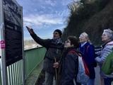 14.03.20 Wanderführer Klaus zeigt die Route auf dem BaldeneySteig