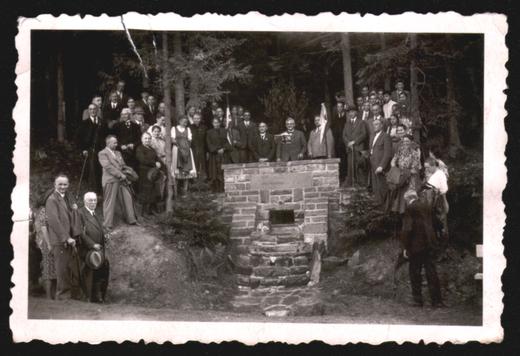 Einweihung der SGV-Quelle zwischen Fleckenberg und Jagdhaus 1942