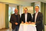 Unterzeichnung Kooperationsvereinbarung: v.l. Christian Schmidt, Thomas Gemke, Wolfgang Büttner (DJH)
