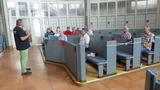 Bild 23 nach unserem stillen Gedenken an Werner Möllers erläutert uns Stadtführer Prof. Dr. Hasenpusch die Geschichte der calvinistischen Wallonisch-Niederländischen Doppelkirche