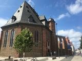 Bild 24 Wallonisch-Niederländische Doppelkirche, wobei die wallonische Kirche nach dem Krieg nicht wieder aufgebaut wurde. Die Ruine ist ein Mahnmal.