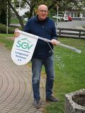 02 ... das Anbringen des neuen SGV-Wappens ist natürlich Chefsache!