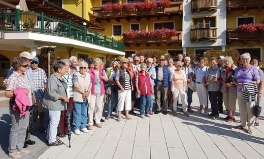01.09.2019: Die Reisegruppe des SGV Meinerzhagen vor ihrem Hotel im Salzburger Land.