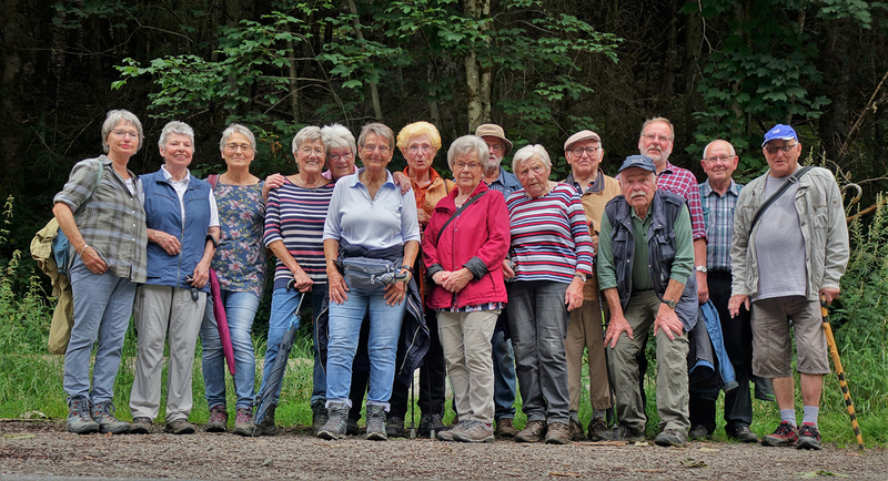 10.08.2021: Gruppenfoto zum Abschluss der Wanderung an diesem Dienstag auf dem Lutherweg.