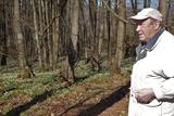 24.03.2021: SGV-Wanderführer Heribert Müller in Corona-Zeiten allein bei den Märzenbechern.