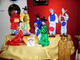 06 Diese Seidefiguren stammen aus Südvietnam