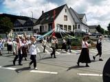 19 der SGV - Tanzkreis Wickede - Asseln mit Bänderbaum
