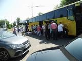 03 am Bus ammeln zur Weiterfahrt