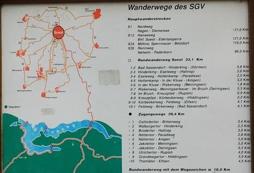 Soest, Rosengarten: Die Tafel zeigt die Wanderwege im Bereich Soest