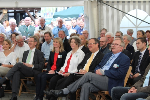 Politprominenz mit Ministerpräsident NRW Armin Laschet und Landrat Frank Beckehoff